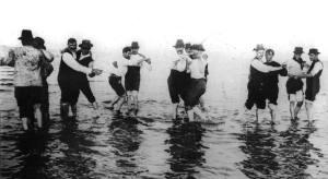 Hombres_bailando_tango_en_el_río,_1904