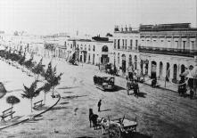 Recova sobre la Avenida Pueyrredón, frente a Plaza Miserere