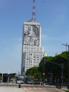 Edificio de Obras Públicas y una Eva Combativa