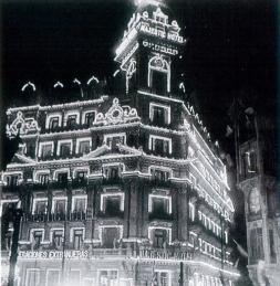 Hotel Majestic iluminado en 1910