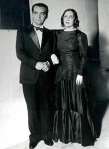 García Lorca y Lola Membrives en el estreno de Bodas de Sangre